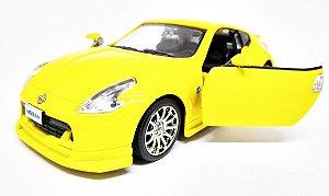 Nissan 370Z  Amarelo - ESCALA 1/32 - 13 CM