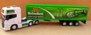 SCANIA R730 HEINEKEN - ESCALA 1/64 + CARRETA (ESCALA 1/68) = 25 CM