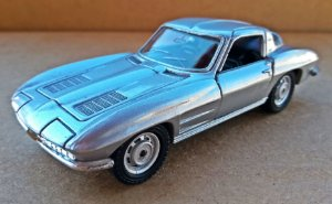 Chevrolet Corvette Sting Ray 1963 - Escala 1/38 - 11 CM