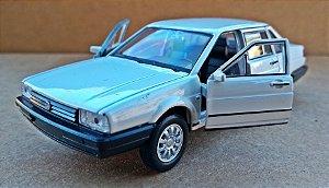 Volkswagen Santana Branco - Escala 1/43 - 11 CM