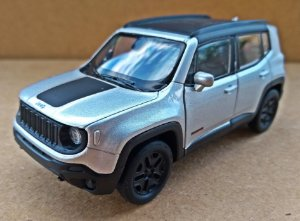 Jeep Renegade 2017 Prata - Escala 1/32 12 CM