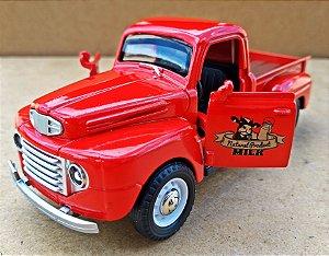Ford F1 1948 Vermelha - Escala 1/32 - 12 CM
