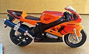 Yamaha YZF R7 - ESCALA 1/18 - 12 CM