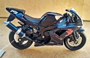 Yamaha YZF R1 - ESCALA 1/18 - 12 CM