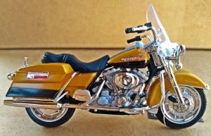 Harley Davidson Road King 1999 -  ESCALA 1/18 - 12 CM