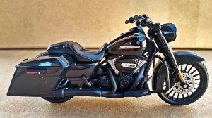 Harley Davidson Road King 2017 -  ESCALA 1/18 - 12 CM