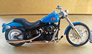 Harley Davidson Night Train 2002 - ESCALA 1/18 - 12 CM