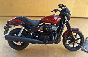 Harley Davidson Street 750 2015 Vinho -  ESCALA 1/18 - 12 CM