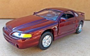 Ford Mustang Cobra 1998 - Escala 1/32 - 13 CM