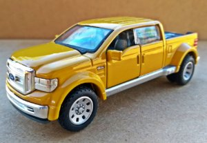 Ford F-350 Might - Escala 1/43 - 11 CM