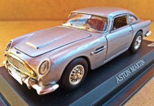 Aston Martinl - Escala 1/43 11 CM