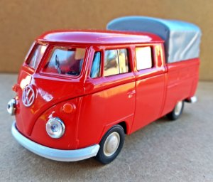 Volkswagen Kombi Cabine Dupla Vermelha - Escala 1/43 - 11 CM