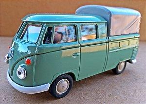 Volkswagen Kombi Cabine Dupla Verde - Escala 1/43 - 11 CM