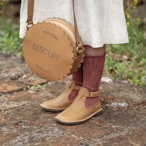 COMBO 10%: Bota Meia-Lua Caramelo + Bolsa Biscuit