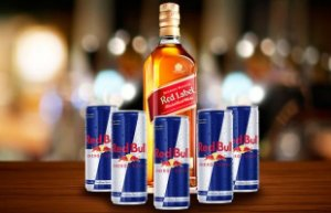 COMBO WHISKEY RED LABEL + 5 RED BULL