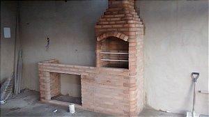 Churrasqueira de Tijolo Bege 80 cm x 60 cm x 2,80 cm altura Bancada 80 ou 1,50 cm