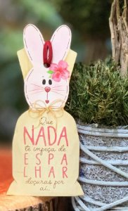Tag de Páscoa Madeira Coelha com Flor - LitoArte - Rizzo Embalagens