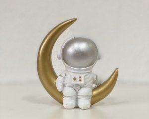 Astronauta de Resina Sentado na Lua - 01 Unidade - Art Lille - Rizzo Festas