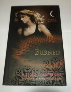 Burned - P. C. Cast - A house of night Novel - Em inglês