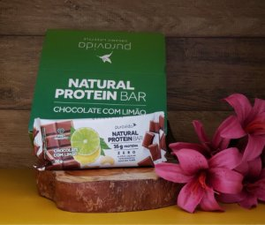 Box com 12 unidades - Natural Protein Bar: CHOCOLATE COM LIMÃO 60g - PURA VIDA