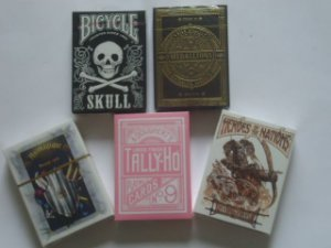 1 - 5 Baralhos - Medallions - Tally Ho Pink - Animagique - Heroes of the Nations - Skull