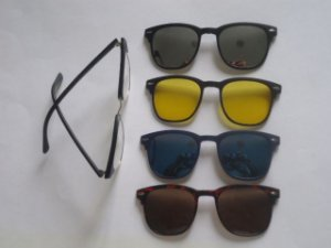 Z ** - Armaçao Oculos De Grau + 4 Clip On