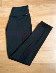 Calça legging preta com detalhe dry fit e bolso lateral