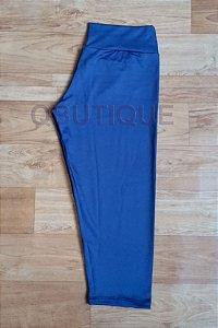 Calça Corsário Tecido Liso Azul Marinho
