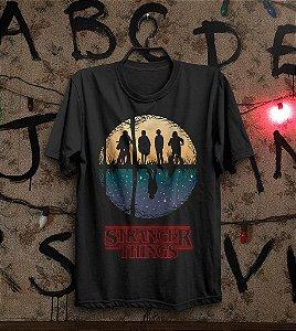 Camiseta Dois Mundos  Stranger Things