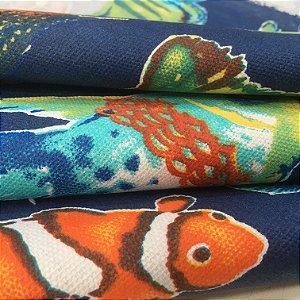 Tecido Estilo Linho Impermeável Peixes Coloridos Fundo Azul Marinho - Ilhabela 14
