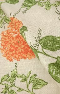 Tecido algodão impermeabilizado Linhao Hortensia fundo Creme Flores em Laranja e Verde Sev 42