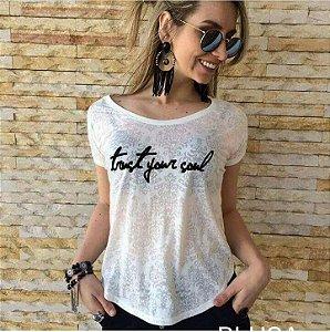 T-shirt trust your soul
