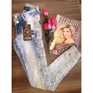 Calça Jeans renda lateral