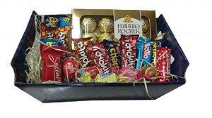 Cesta com Deliciosos Chocolates Nestlé, Ferrero Rocher e Trufas Finas