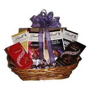 Cesta de Chocolate Premium com 06 Barras Lindt e 3 Caixas Mini Trufas Lindt