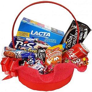 Cesta de Páscoa com Chocolates, Bombons, Coca Cola, Bis e Diamante Negro