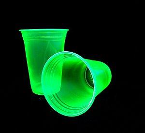 Copo Amarelo Brilha na Luz Negra ou Neon 25 Un 300 ml - Catelândia