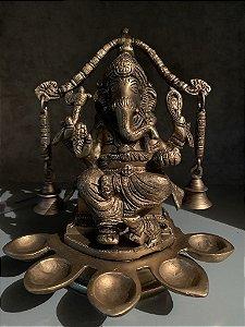 Ganesh Oferendas e Sinos