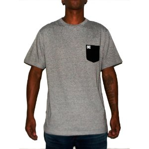 Camiseta DC Pocket 2 Cinza
