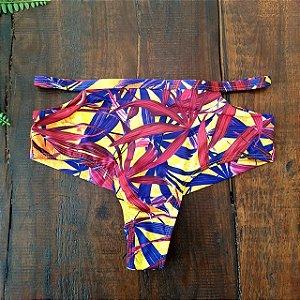 Calcinha de Biquíni Hot Pant Cintura Alta Fio Duplo com Recorte