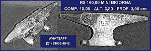 ANTIGA MINI BIGORNA EM FERRO, DA FUNDIÇÃO AMERICANA.ANOS 50.MEDINDO:COMP.10cm,ALT.3,8 cm e PROF.2,00cm