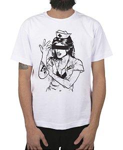 Camiseta blink-182 Enema Girl Branca