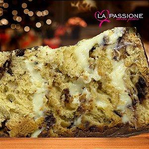 Chocotone recheado com trufa de Leite Ninho coberto com Chocolate
