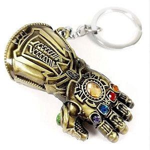 Chaveiro Manopla Thanos Joias do Infinito Dourado