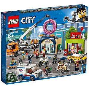 Lego City  - Donut Shop Opening - Original Lego