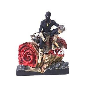 Estátua Adapak - Espadachim de Carvão