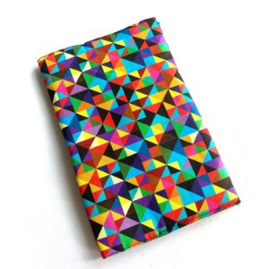Capa protetora para livro_Estampa triângulos coloridos