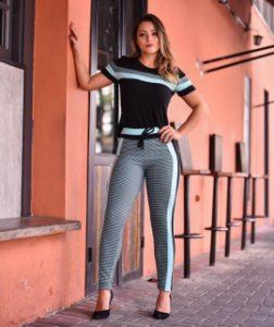 Conjunto de calça e blusa no tecido jacquard com elastano