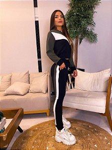 Conjunto de calça e blusa manga longa em moletinho