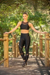 CONJUNTO LEGGING E TOP COM RECORTES E VIVO